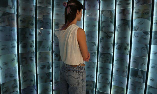 """Conversaciones_01. Adriana Bickel: """"¿Cuántos selfies hay que tomarse para destruirse a sí mismo?"""""""