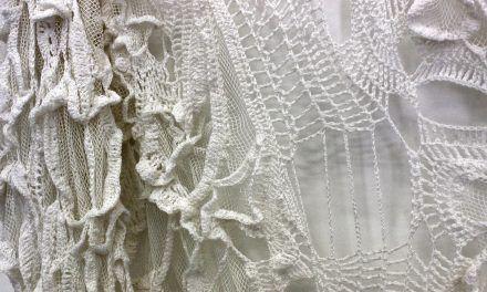 """Íntimo Ritual"" de Cristina Flores se exhibe en la Sala Winternitz"
